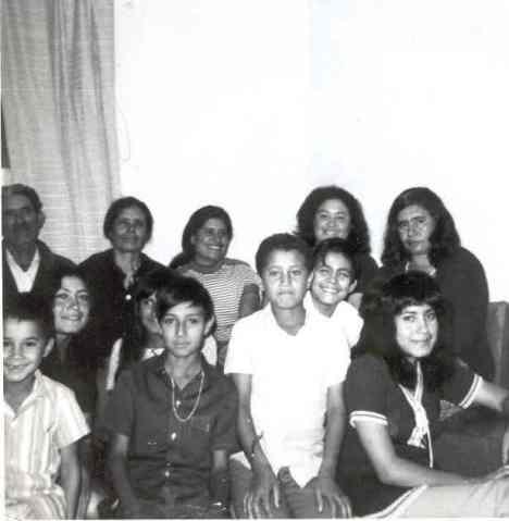 Chon, Benita, Carmelita, Rosita, Sarita, Mando, Chela, Manuel, Javi, Sergio, Coca