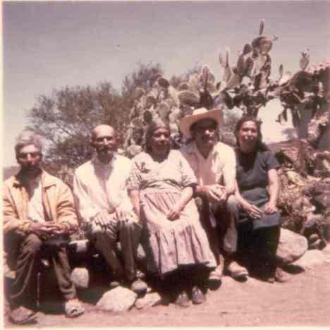 Con tío Pancho Mora, Chepa y...Silviano. ¿Y quién tomó la foto. allá en principios de los segtenta?