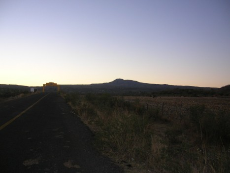 Un poco más, y el Cerro del Metate se deshace de su modorra