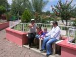 Gente de Ziquítaro, agosto 2008. Plaza de Ziquis, mujeres y flores